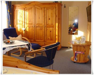 Zimmer 2 mit Fernseher